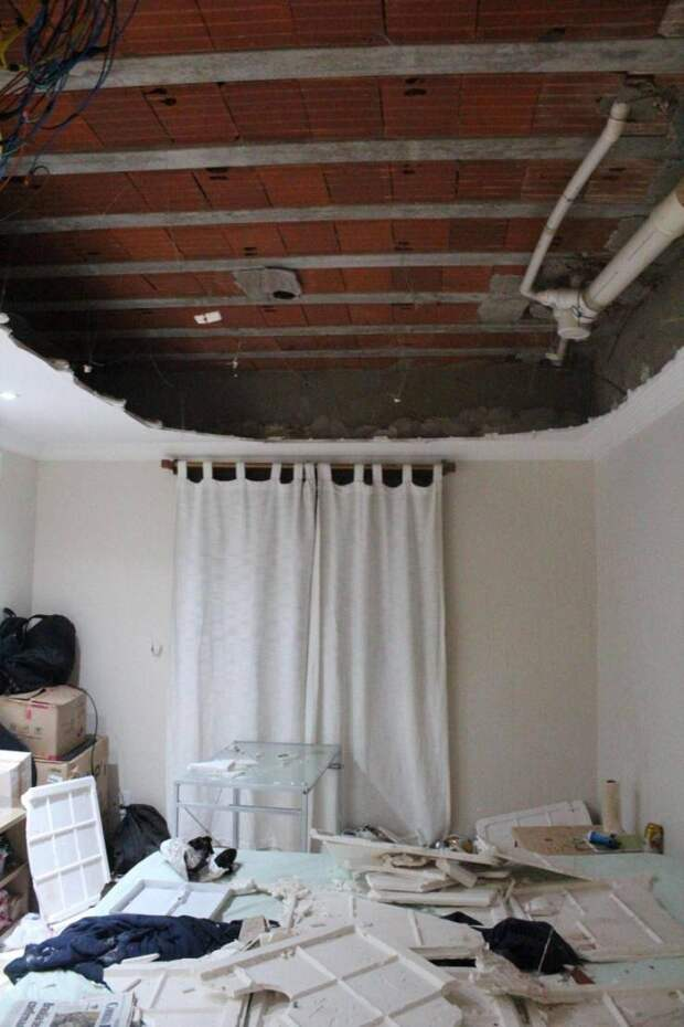 Обвалившийся потолок