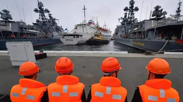 Зачем российские военно-морской силы охраняют иранские нефтетанкеры