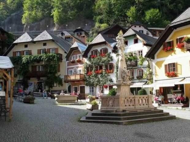 Какая красивая деревня где-то в альпийской долине. Вы что, думаете, что в этом населенном пункте что-то производят, кроме сувениров для туристов?