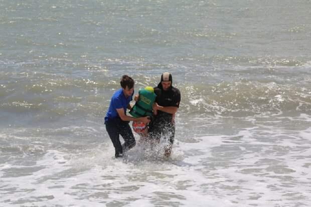 Трагедия в Абхазии: российскую туристку с тремя детьми унесло в море