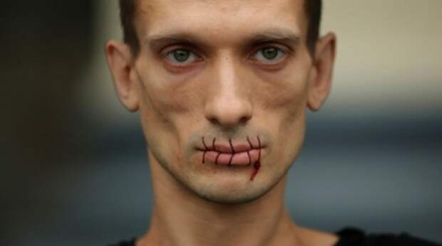 «Он мне пару рёбер сломал»: бывшая девушка Павленского рассказала об избиениях
