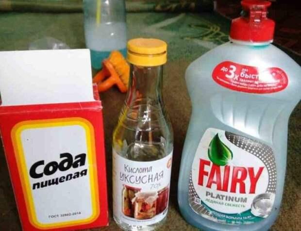 Понадобится сода и моющее средство для посуды. /Фото: chistolab.ru.