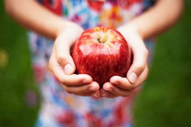 Для кухни, красоты и творчества: 11 неожиданных и очень полезных применений обычному яблоку