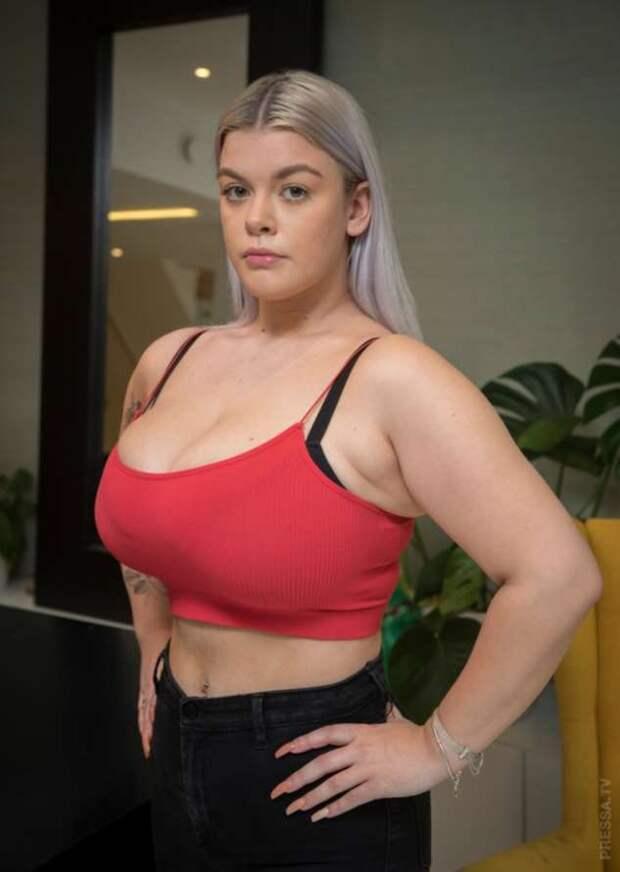 19-летняя девушка собирает деньги, чтобы уменьшить грудь