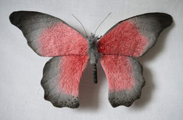 Текстильные работы, которые напоминают настоящих бабочек.