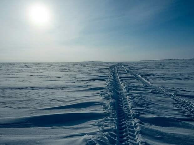 На авторалли в Карелии автомобиль на полной скорости врезался в зрителей, подняв тучу снега