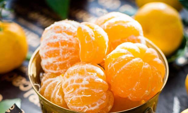 Надуваем мандарин: кожура снялась за 3 секунды