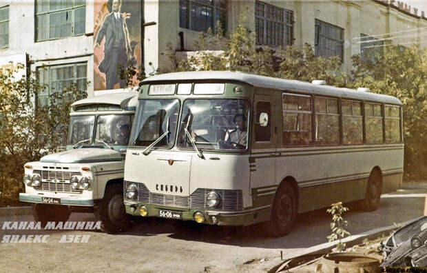 """Опытный КАВЗ-3100 рядом с выставочной """"коробочкой"""" КАВЗ-685В"""