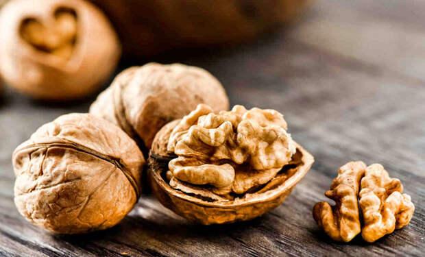10 продуктов для ясного ума: орехи и рыба