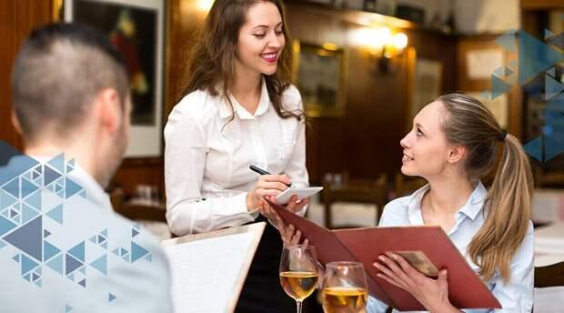 Следует насторожиться, если официант настоятельно рекомендует заказать определенное блюдо. / Фото: zen.yandex.ru