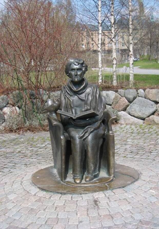 Памятник Астрид Линдгрен в Стокгольме