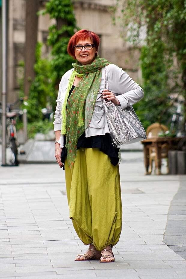 Как стильно носить одежду бохо женщине 50+