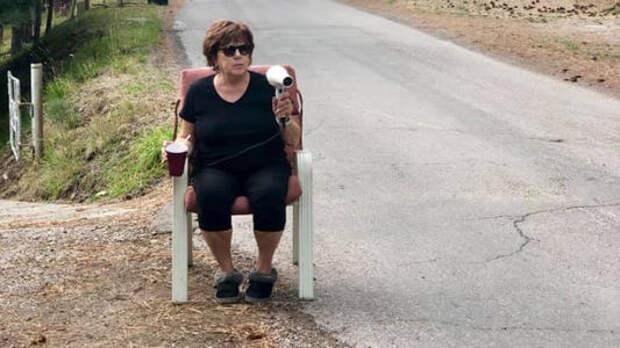 Добровольный помощник: бабка с феном против лихачей