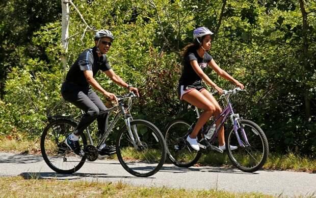 """Картинки по запросу """"Президент РФ и премьер-министр на велосипедной прогулке"""""""