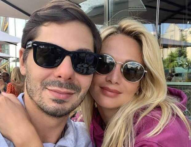 «Деньги закончились. Он в долгах»: знакомый Лопыревой сообщил о ее скором расставании с мужем