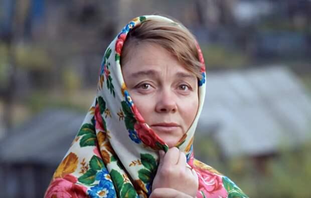 «Платочные секреты»: для чего женщине нужен платок и как он создается