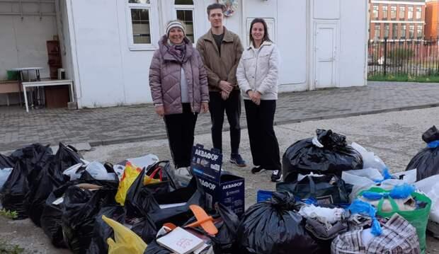 Жители Куркина собрали гуманитарную помощь для центра поддержки семьи и детства