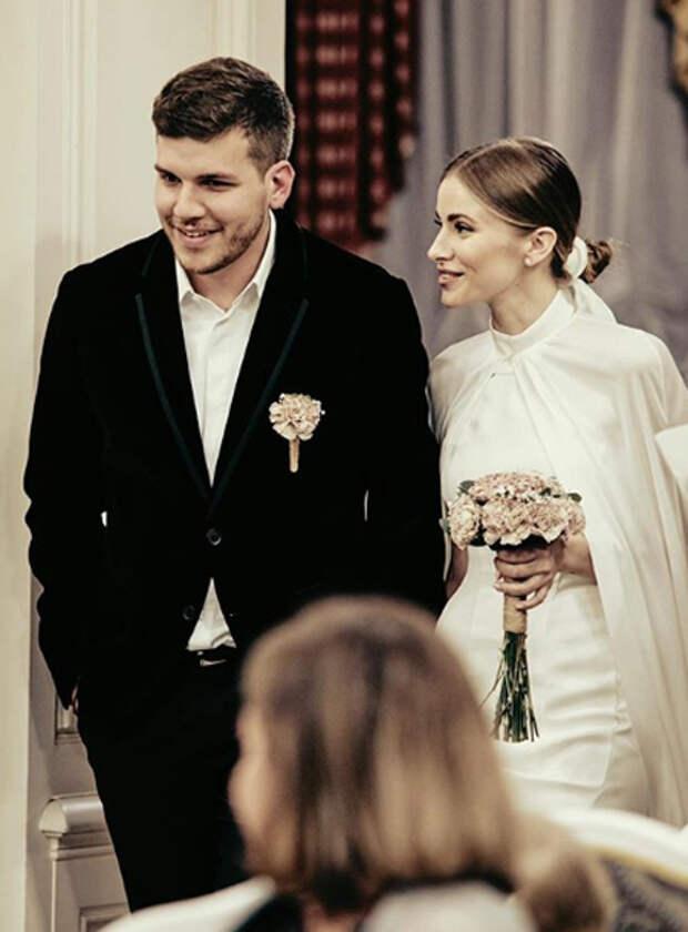 Тата Бондарчук поделилась фотографиями со свадьбы с Филиппом Фроловым