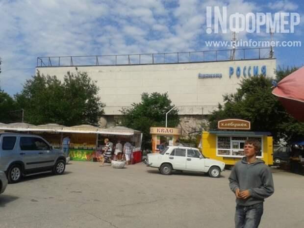 Яблоки раздора на площади 50-летия СССР в Севастополе (ФОТО)