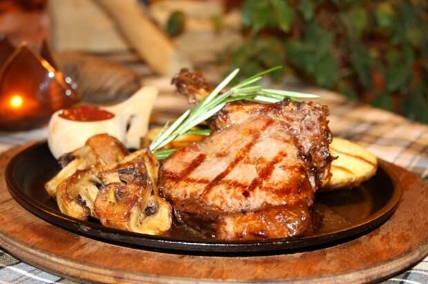 Запекаем мясо для большой компании - беспроигрышные рецепты от шефов!
