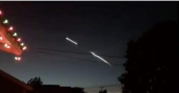 Очевидцы сняли светящиеся объекты, зависшие ночью в воздухе