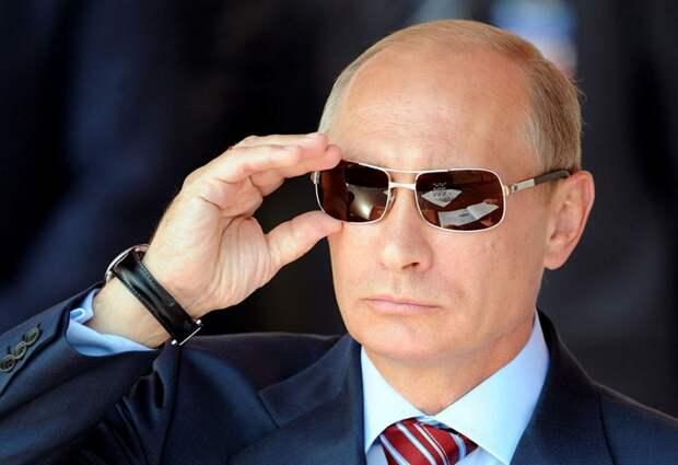 Владимир Путин на авиашоу МАКС-2011, международной выставке авиационной и космической техники в Жуковском, рядом с Москвой, 17 августа 2011 года.