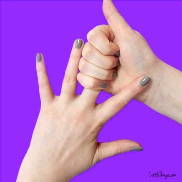 Попробуйте потянуть безымянный палец в течение 20 секунд. Вы будете удивлены!