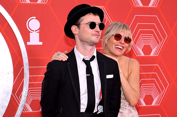 Сиенна Мллер и Том Старридж, Крисси Тейген и Джон Ледженд и другие на премии Tony Awards в Нью-Йорке
