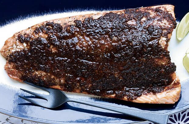 Рыбу не жарим, а ставим в духовку: 10 рецептов от поваров для дома