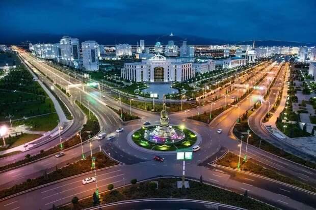 Красивейшая столица кажется пустующей. /Фото: rg.ru