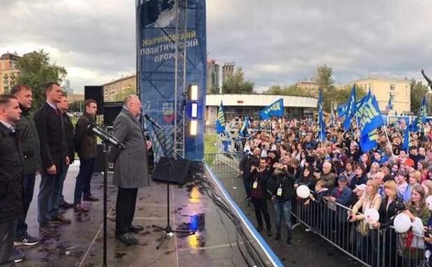 Владимир Жириновский: Если вовремя не прийти к демократии, мы рискуем получить диктатуру