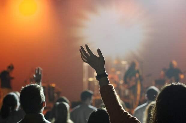 Артисты снова жалуются на нехватку денег и ждут финпомощи