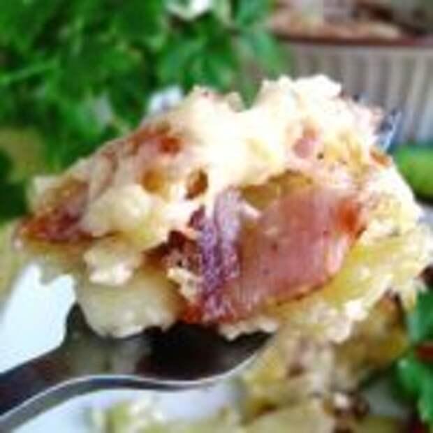 Сочная запеканка из картофеля с грудинкой.