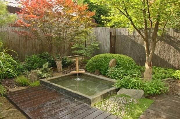 Стилизация купели под японский онсэн. Спомощью бамбукового жёлоба происходит аэрация воды.