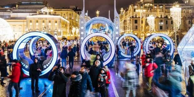 В новогодних гуляньях поучаствовали 2,7 миллиона гостей и жителей Москвы. Фото: mos.ru