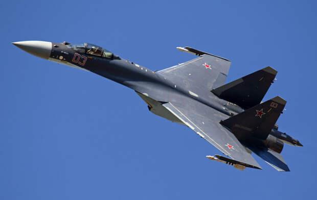 На фото: истребитель-бомбардировщик Су-35