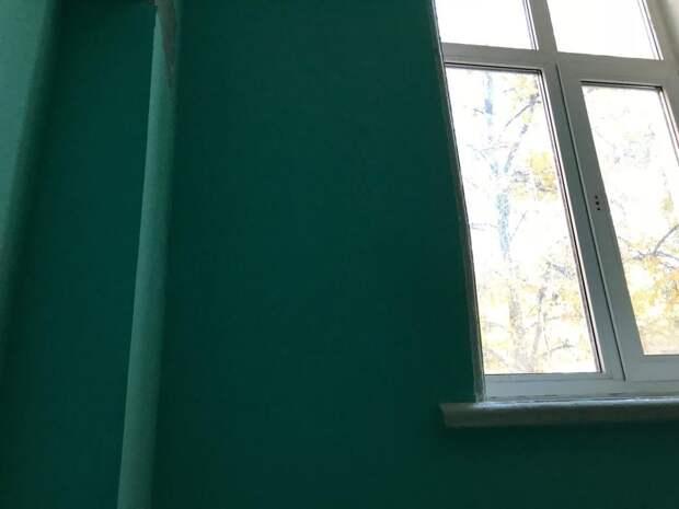 Только после визита Мосжилинспекции в многоквартирном доме привели в порядок места общего пользования