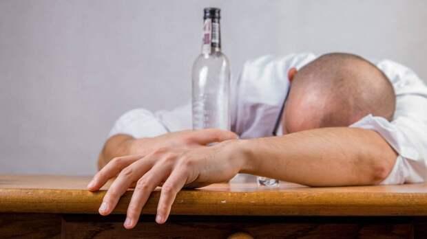 Психиатр Юрий Сиволап перечислил причины возникновения алкоголизма