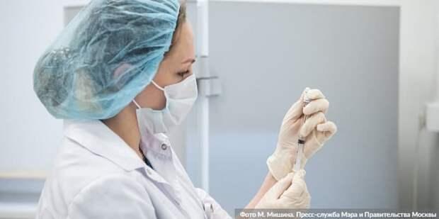 Главный кардиолог Москвы рекомендовала сердечникам сделать прививку от COVID-19. Фото: М. Мишин mos.ru