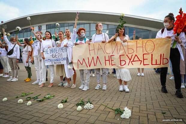 7 сильных фото акций солидарности против милицейского насилия в Беларуси