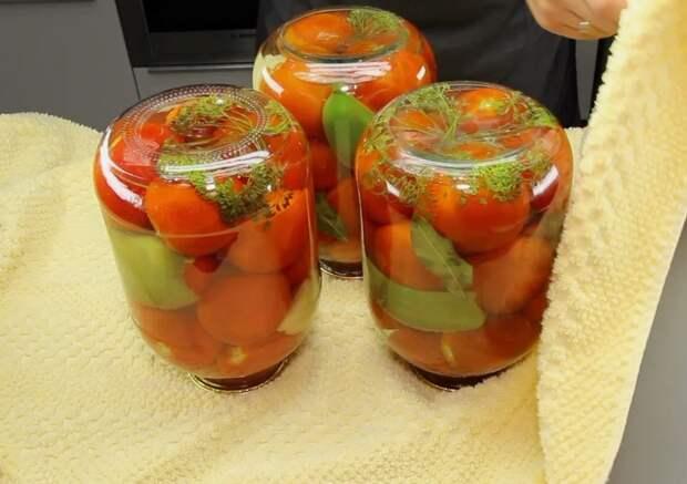 Готовлю маринованные помидоры по рецепту моей бабушки. Ни разу за 40 лет она не попробовала другие рецепты