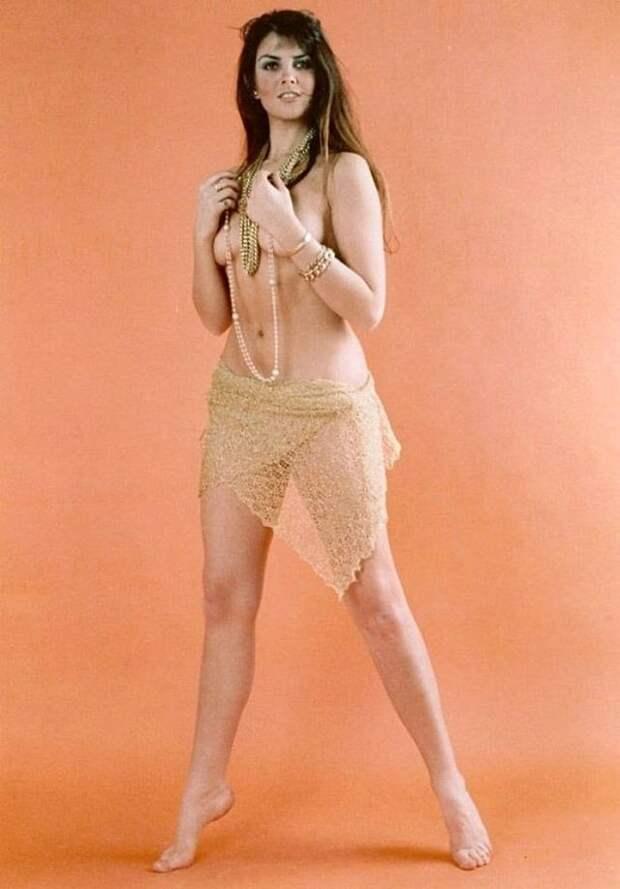 Горячая шатенка стуманного Альбиона: соблазнительная Кэролайн Манро
