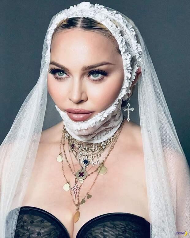 Мадонна, сумки, колготки в сеточку