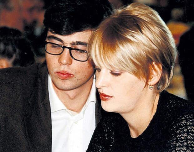 В жену Светлану, режиссёра программы «Взгляд», Сергей влюбился с первой встречи