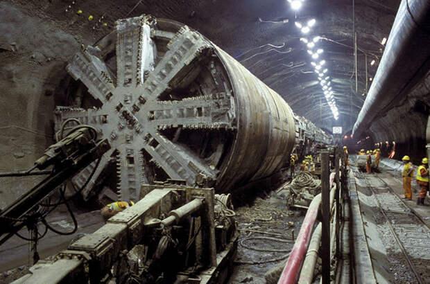 100-метровый экскаватор, двигатель весом в 2000 тонн и еще 7 самых больших механизмов в мире
