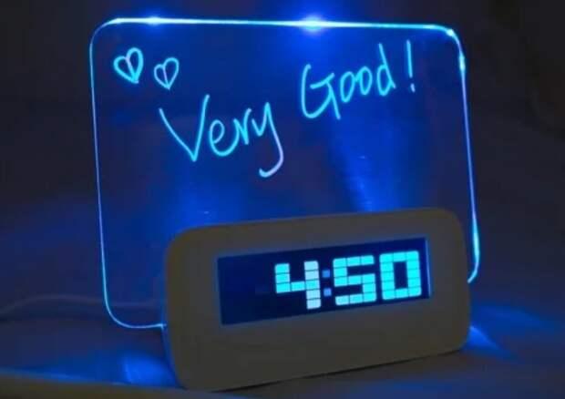 Синее свечение будильника приведет утром в тонус / Фото: images.ua.prom.st