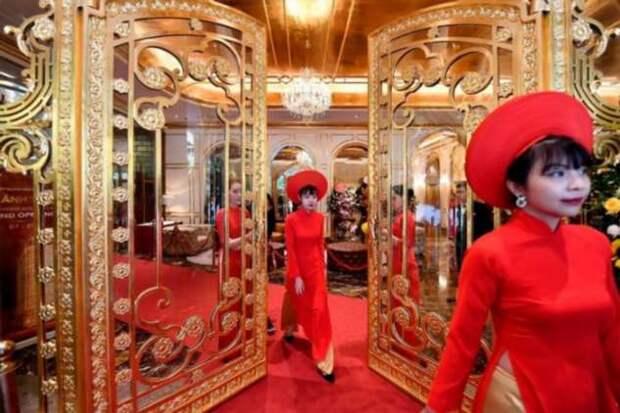 Во Вьетнаме открылся отель с золотой отделкой
