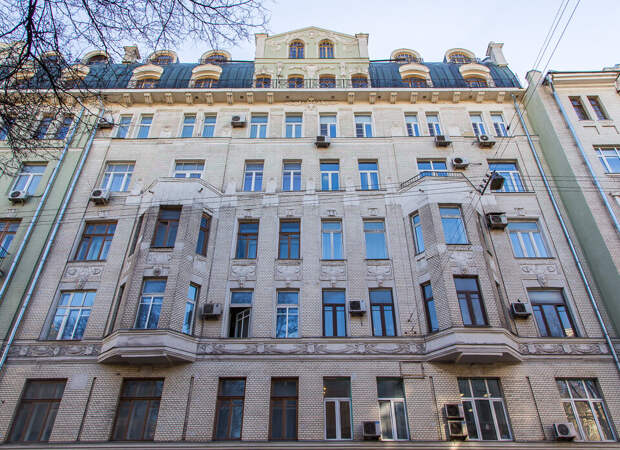 Престижный доходный дом начала XX века на улице Знаменка (до Кремля примерно 400 метров)
