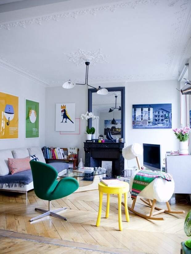 Яркие декоративные элементы помогают разнообразить цветовую гамму интерьера