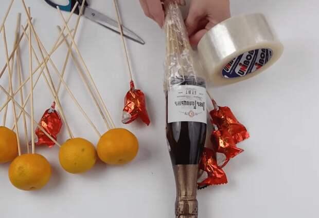 Новогоднее оформление подарочной бутылки: шикарно и практически без затрат